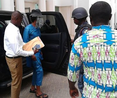 Photo of Picture: Anas Wore Sandals Made of Car tyres to Court
