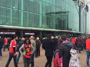 Photo of Video: Nana Aba finally spotted at Old Trafford, No Photoshop this time!