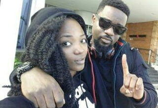 Photo of I Kissed Efya Once – Sarkodie