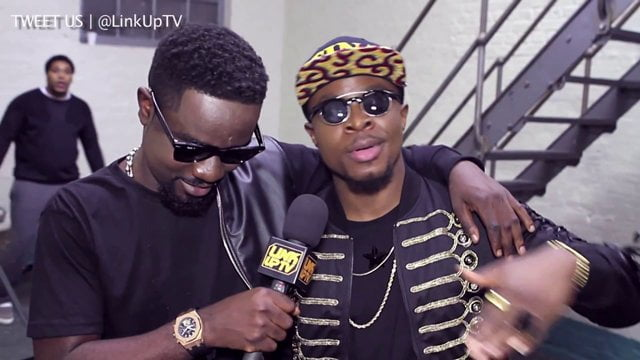 Photo of Sarkodie, Fuse ODG combat for Nigeria Awards
