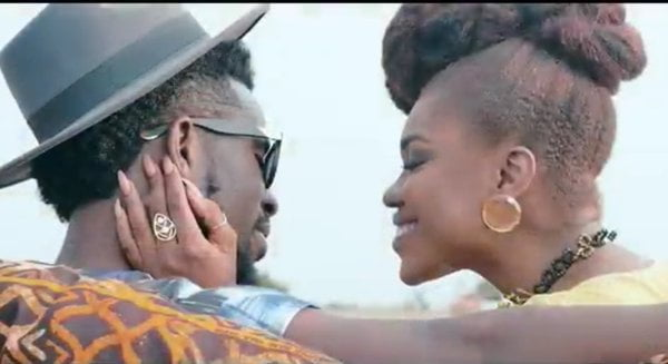 Photo of I escorted Becca to her car nothing happened - Bisa Kdei debunks kissing rumours