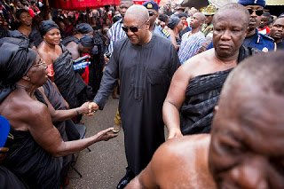 Photo of OMG!, Prez. Mahama hooted at in Kumasi