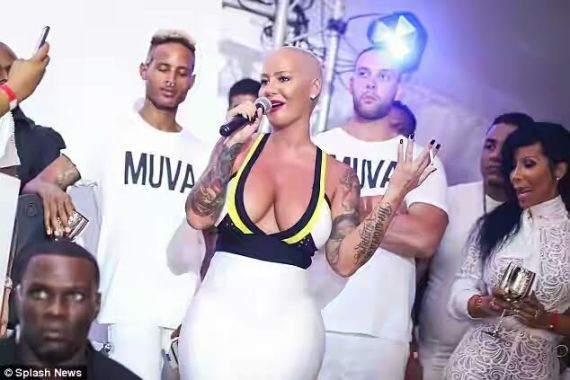 Photo of Photos: Amber Rose squeezes giant curves in a body-fitting dress as she parties in the Caribbean