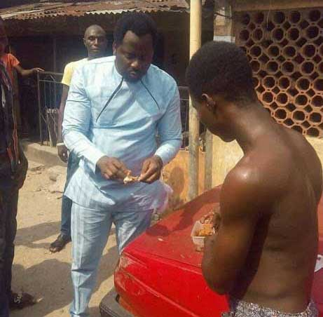 Desmond Elliot was spotted eating bread and beans with a young man. - Desmond Elliot eats bread and beans at the roadside