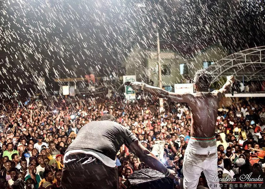 Shatta Wale exposed Video shows - Shatta Wale exposed! Video shows How he kicked a fan before the slap