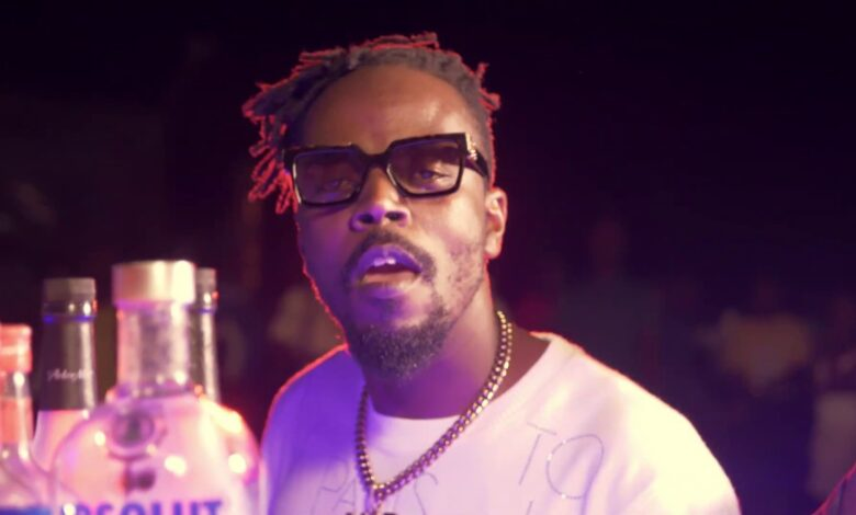 Photo of Kwaw Kese – Bottles (feat. Quamina MP)