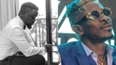 Photo of Sarkodie ready to squash beef with Shatta Wale?